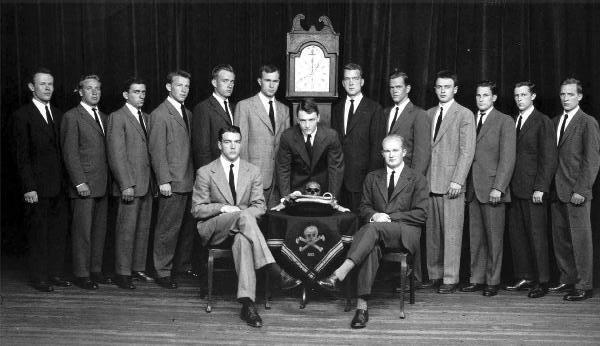 Skull_and_Crossbones_c1947,_GHW_Bush_left_of_clock